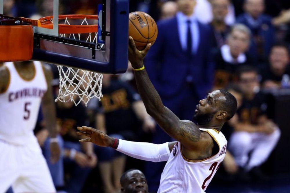 NBA》詹姆斯本季第9次大三元 創個人最佳
