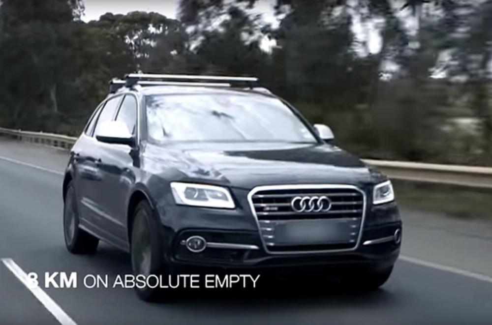 最後這輛 Audi SQ5,在行車電腦顯示剩餘里程為 0 公里後,還能繼續開 111.9 公里遠。不過這是錯誤的示範,因為這有可能會傷害到燃油泵。