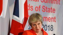Após 'humilhação', premier britânica prepara novo plano para o Brexit