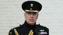 Príncipe Andrew se diz 'perplexo' diante dos apelos para cooperar no caso Jeffrey Epstein