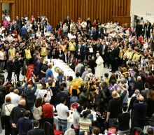 Pope hosts meal for 1,500 poor and homeless