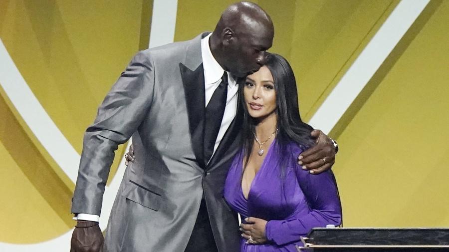 Vanessa calls final play of Kobe's hoops career