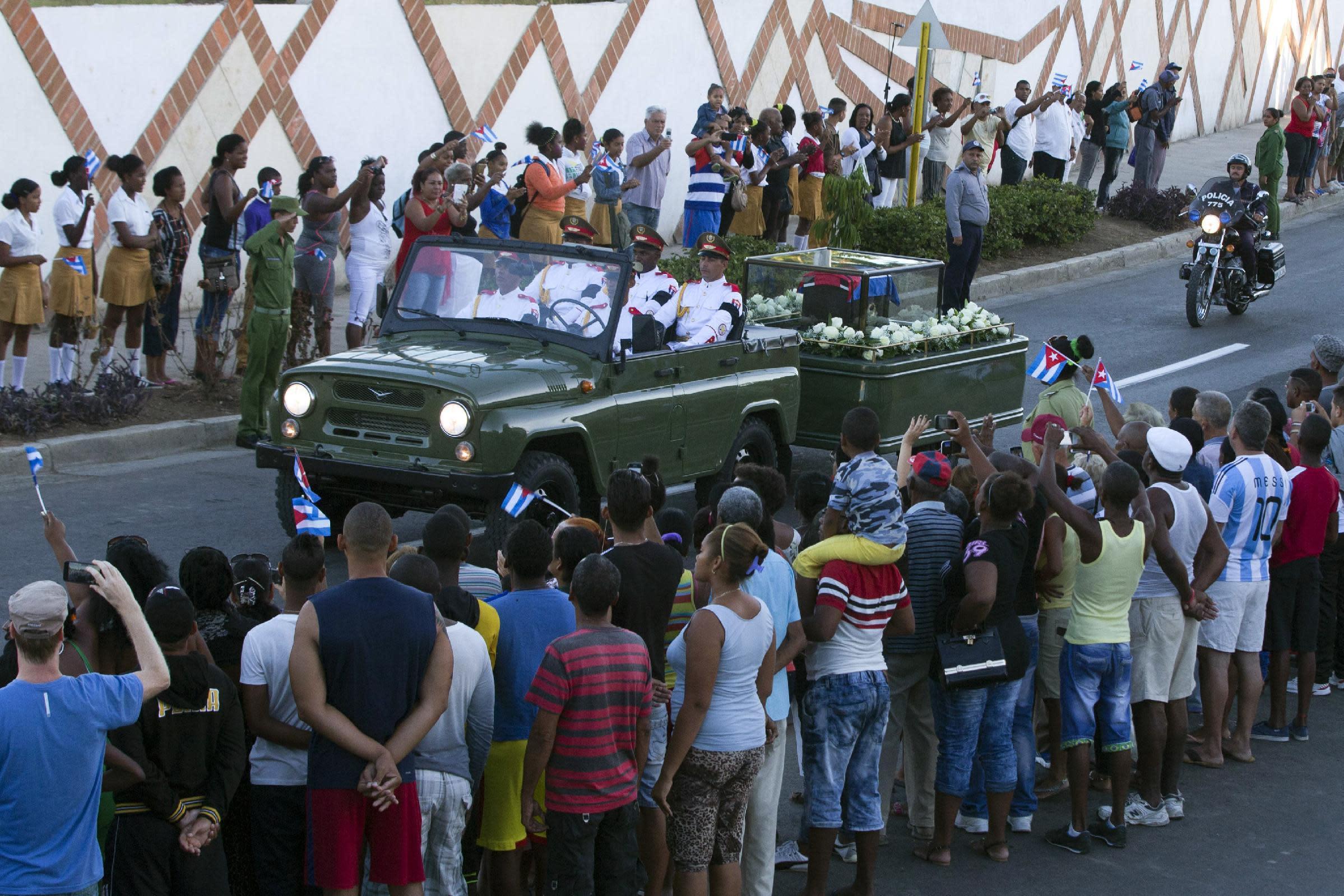 Las insólitas prohibiciones en Cuba durante el duelo por ...