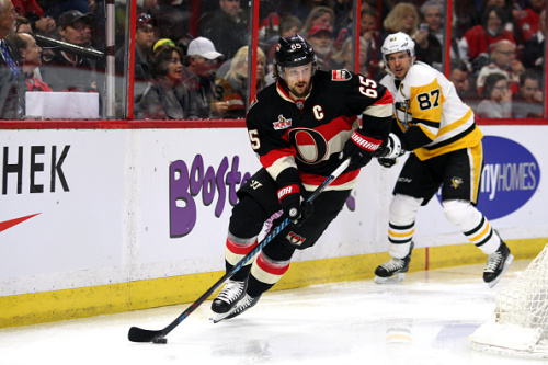OTTAWA, ON - MARCH 23: Ottawa Senators Defenceman Erik Karlsson (65) moves the puck around the goal with Pittsburgh Penguins Center Sidney Crosby (87) in the background during the first period in a game between the Pittsburgh Penguins and Ottawa Senators on March 23, 2017, at Canadian Tire Centre in Ottawa, On. (Photo by Jason Kopinski/Icon Sportswire via Getty Images)