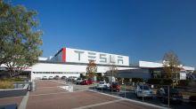 Trabajadores acusan a Tesla de amenazarlos para volver