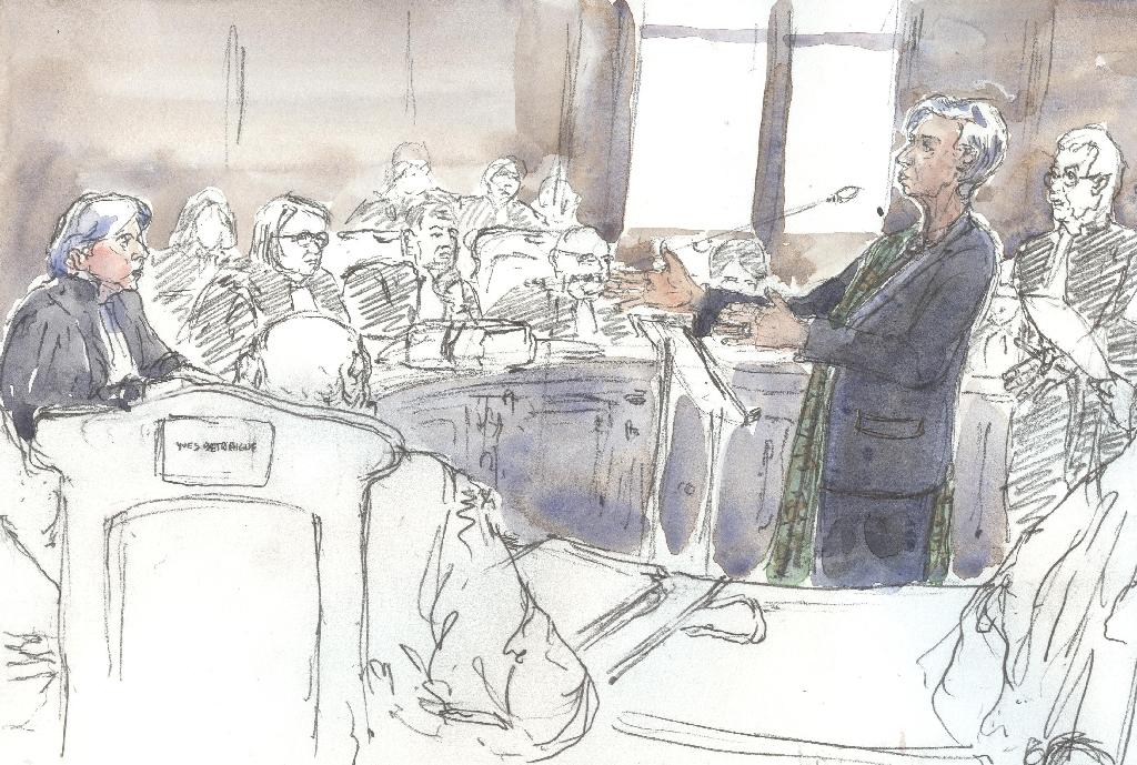 This court sketch made on December 15, 2016 shows International Monetary Fund (IMF) chief Christine Lagarde (R) attending a hearing in Paris (AFP Photo/Benoit PEYRUCQ)