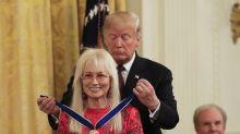 Trump confiere la medalla presidencial a 6 estadounidenses