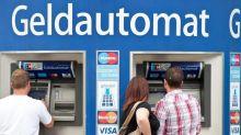 Einzig nützliche Innovation? 50 Jahre Geldautomat Bargeld aus der Wand