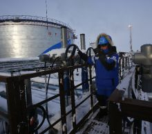 Non-OPEC oil states agree to cuts in 'historic' deal