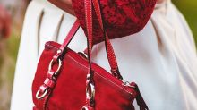 Does LVMH Moët Hennessy Louis Vuitton S.E.'s (EPA:MC) P/E Ratio Signal A Buying Opportunity?