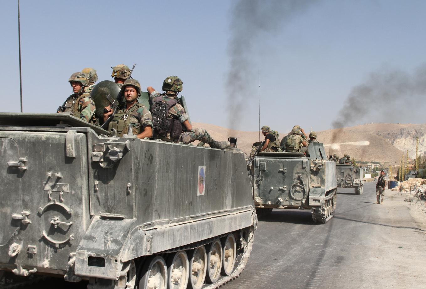 Lebanese troops deploy in the eastern town of Arsal near the Syrian border on August 28, 2014