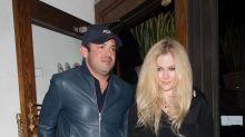 Avril Lavigne de novia de billonario