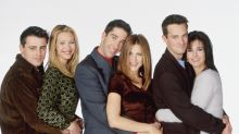 Jennifer Aniston says she 'couldn't hold it together' filming this 'Friends' scene with Lisa Kudrow