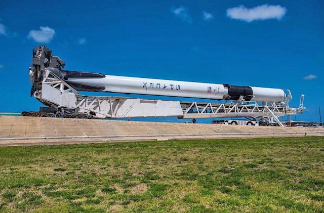 SpaceX preps for manned spaceflight with Falcon 9 satellite launch