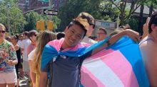 """""""Eu amo minha mãe lésbica"""": discursos de luta marcam a maior Parada LGBTQ+ do mundo"""