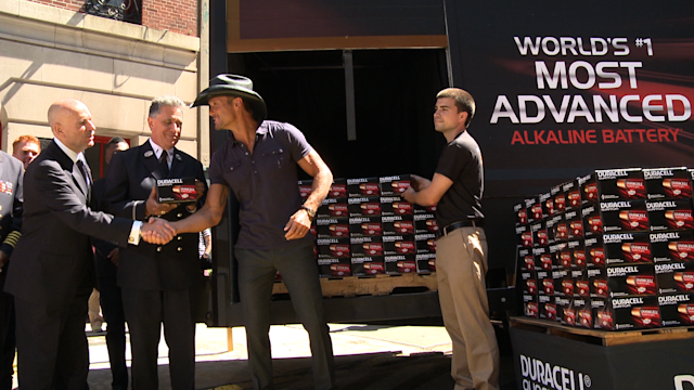Tim McGraw Pumps Up the Heat at FDNY