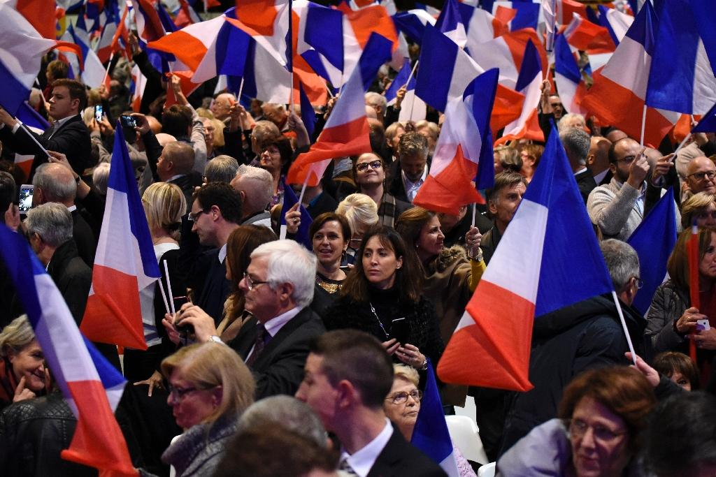 French supporters of the Les Republicains (LR) party attend a rally in Chassieu, southwestern France on November 22, 2016 (AFP Photo/JEAN-PHILIPPE KSIAZEK)