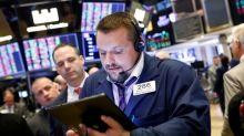 Wall Street recua mais de 1% com preocupações sobre crescimento doméstico