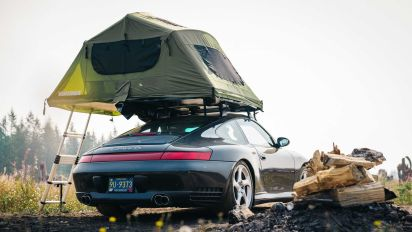 Descubre este Porsche 911 Carrera con tienda de campaña