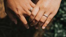 Hindu-Muslim lesbian couple praised for 'breaking stereotypes'