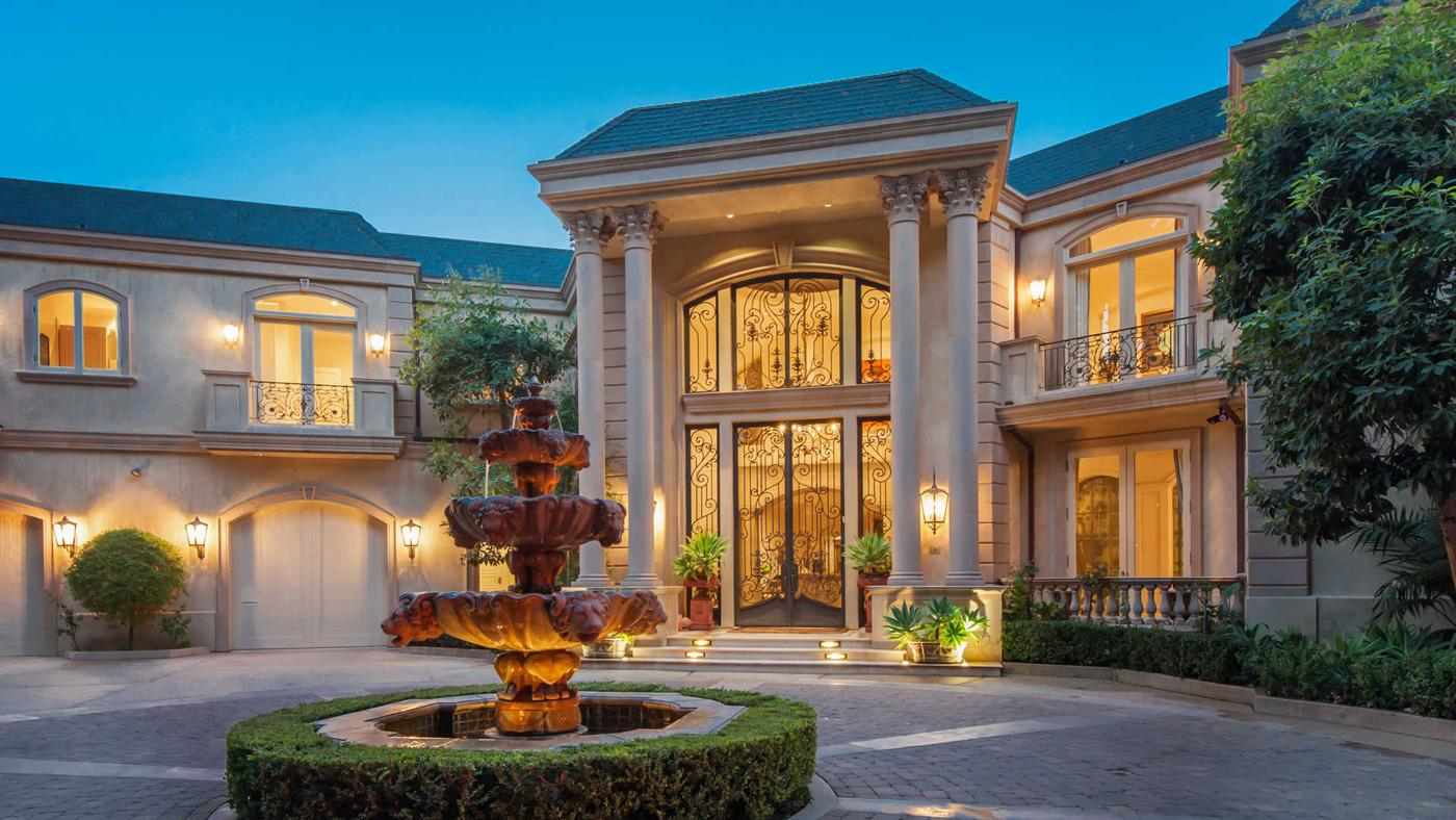 This $22 Million Beverly Hills Villa Will Make You Feel Like You\'ve ...
