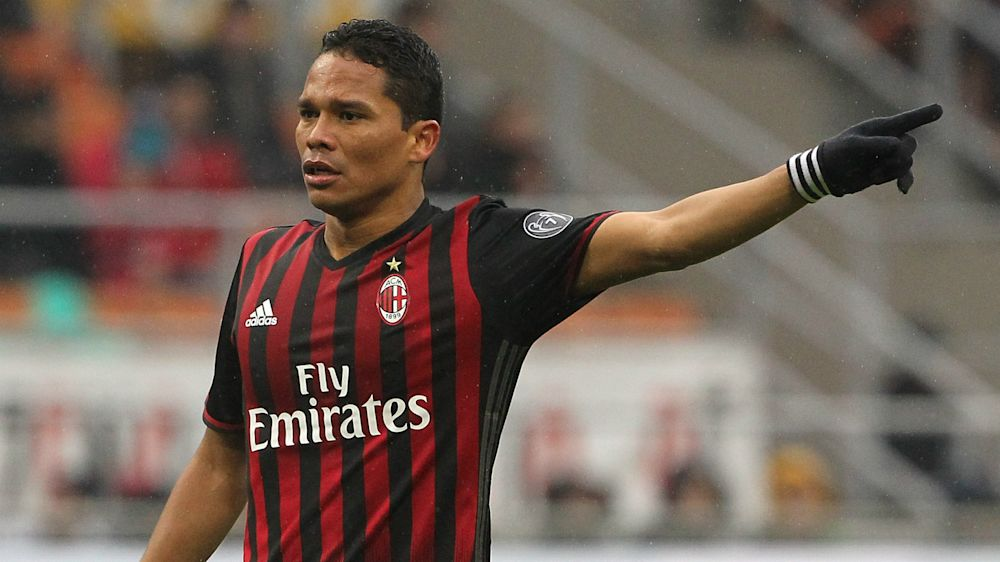 Prensa italiana sentencia la salida de Bacca del Milan