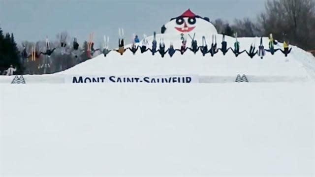 30 skiers attempt simultaneous summersault