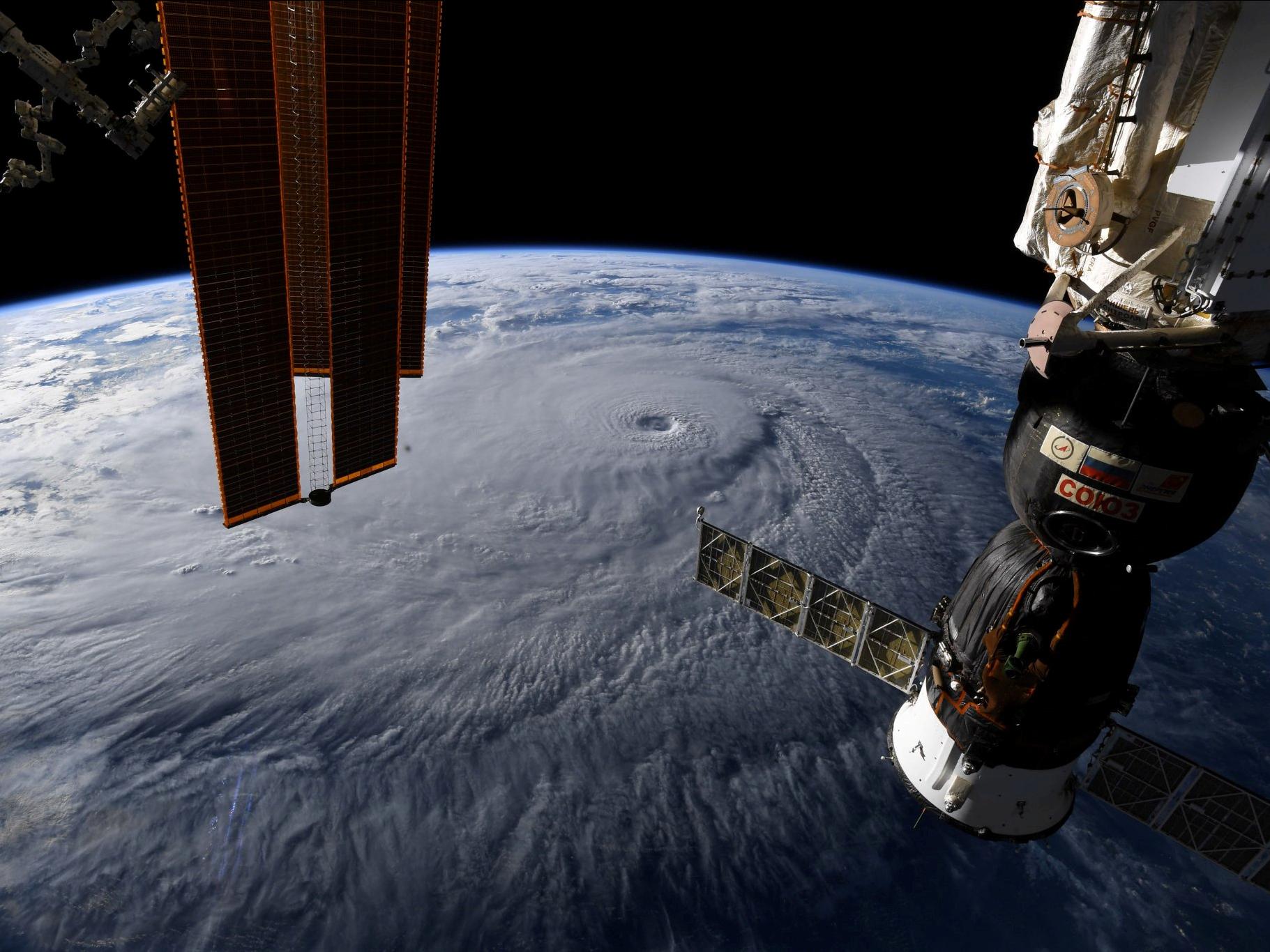 space station leak - HD1793×1345