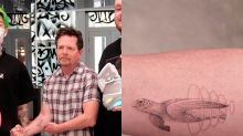 Michael J. Fox desafía al Parkinson y se hace su primer tatuaje a los 57 años