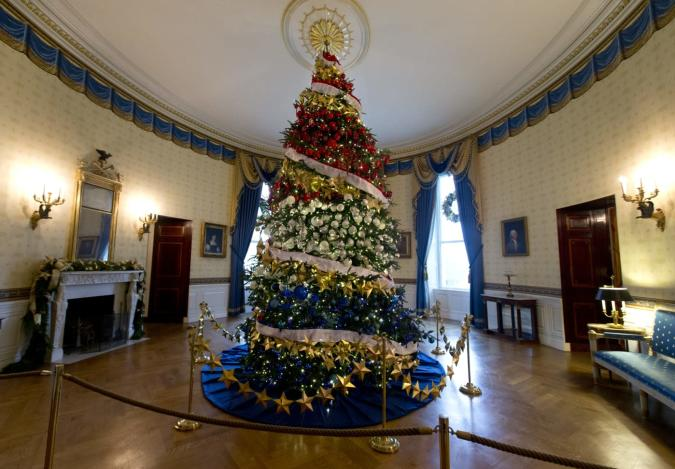 Take a VR tour of the White House's Christmas splendor