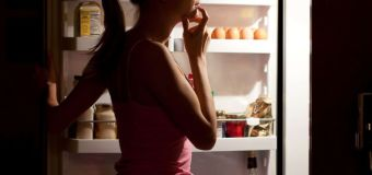 Study shows eating dinner early reduces cancer risk