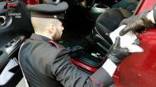 Fermato con 58,5 kg di droga nell'auto a Roma: 28enne in manette