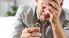 Homem não se lembra de pedir a namorada em casamento