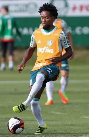 Palmeiras perde Vitor Hugo e Zé Roberto para ida das quartas