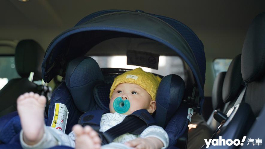 新手爸媽輕鬆上手!育嬰神器Aprica Fladea Grow ISOFIX Premium平躺型安全座椅激推開箱! - 8