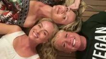 Xuxa, Eliana e Angélica se reencontram após teste do Covid-19