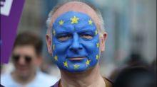 Zehntausende Menschen gehen gegen Nationalismus in Europa auf die Straße