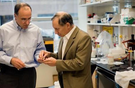 MIT duo successfully tests wireless drug-delivery microchips, more consistent than injections