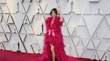 Linda Cardellini steps out in a hot pink ruffled creation at the 2019 Oscars: 'How many muppets had to die'