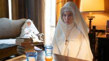 """Himmlischer Beistand aus Österreich: Nora Waldstätten über ihre Rolle in """"The New Pope"""""""