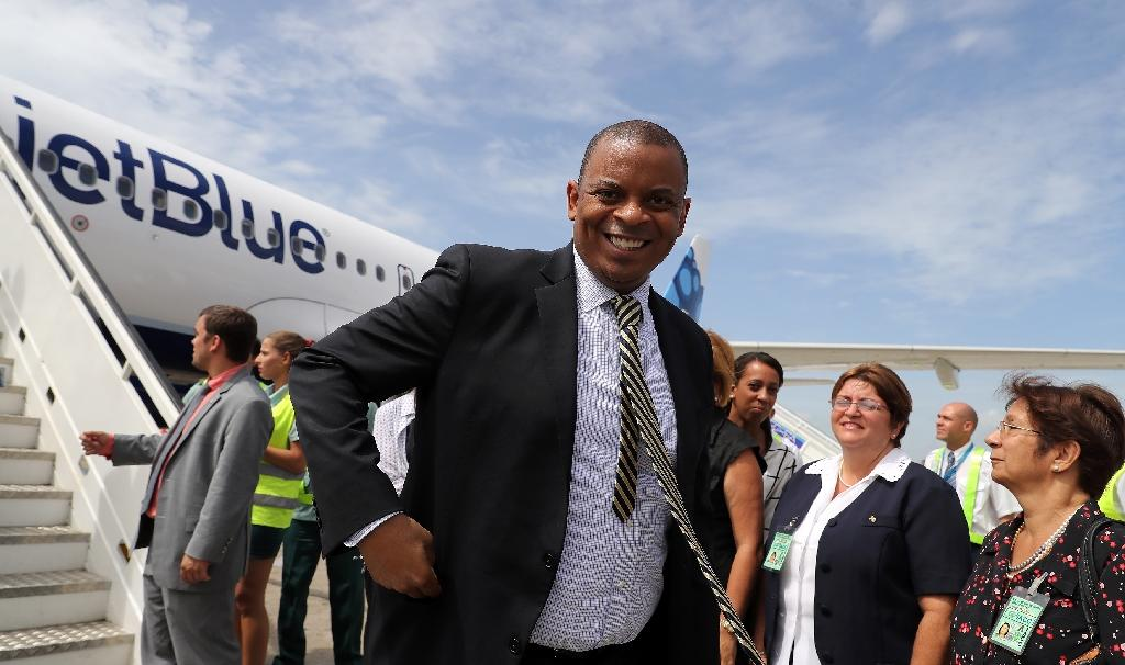 US Transportation Secretary Anthony Foxx arrives at the airport of Santa Clara, Cuba on August 31, 2016 on the first commercial flight between the United States and Cuba since 1961 (AFP Photo/Alejandro Ernesto)