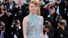 Emma Stone glitzert über den roten Teppich von Venedig