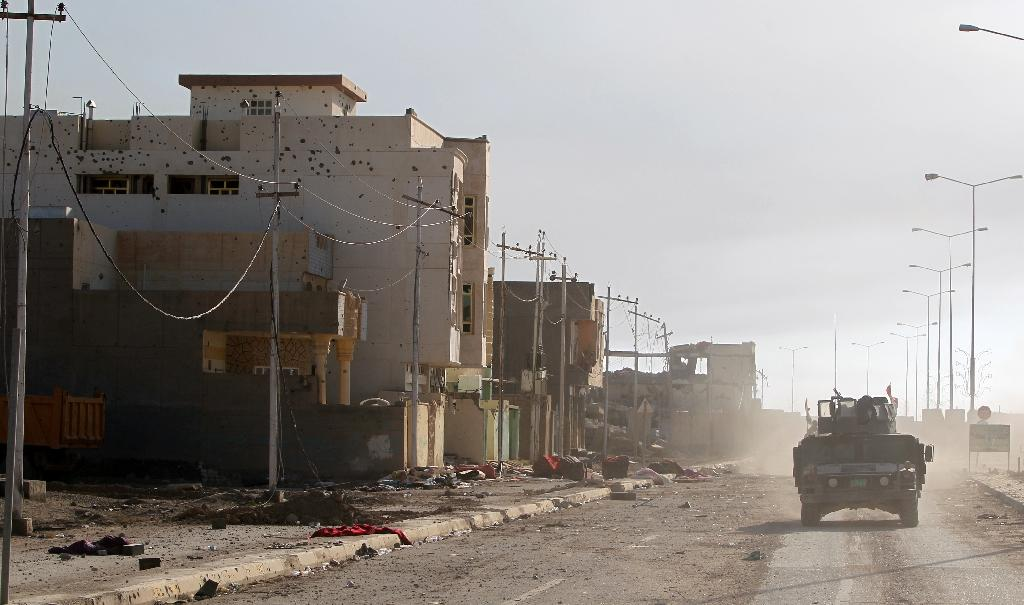 Iraqi counter-terrorism forces drive in the Tameem district of Ramadi, a large city on the Euphrates, on December 9, 2015