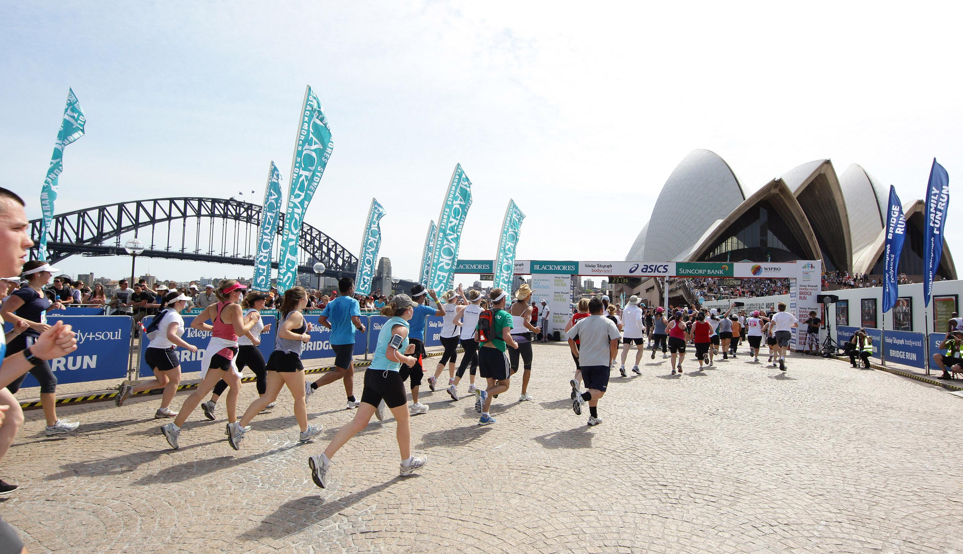 Man collapses just 300 metres from finish line of Sydney marathon