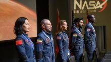 """""""Away"""" : Hilary Swank mène une expédition spatiale dans une nouvelle série familiale"""