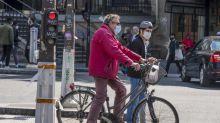 A vélo, en trottinette ou en décapotable... Qui est concerné par le port du masque obligatoire à Paris?