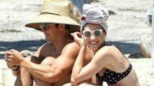 Orlando Bloom se relaja en Malibú junto a una misteriosa morena clavada a Katy Perry