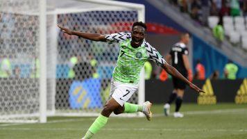 Musa marca dois, Nigéria bate Islândia e embola grupo