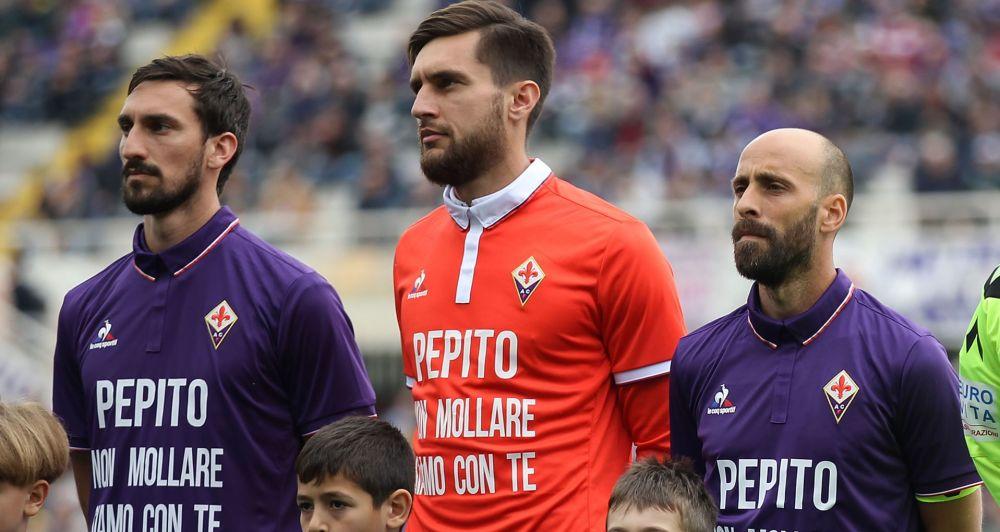 """La Fiorentina si stringe a Rossi, maglia speciale per i viola: """"Siamo con te"""""""