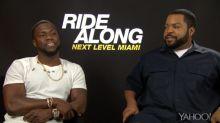 Ice Cube & Kevin Hart lernen im Interview, wie man in Deutschland drei Bier bestellt